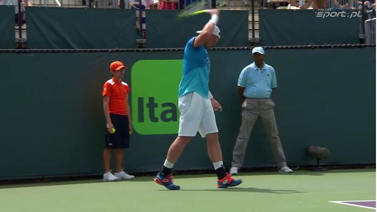 Australijski tenisista kontra rakieta! Sprzęt nie przeżył starcia (WIDEO)