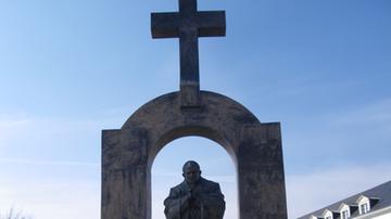 Zakopane oraz Węgry gotowe przejąć pomnik Jana Pawła II od francuskiego miasteczka